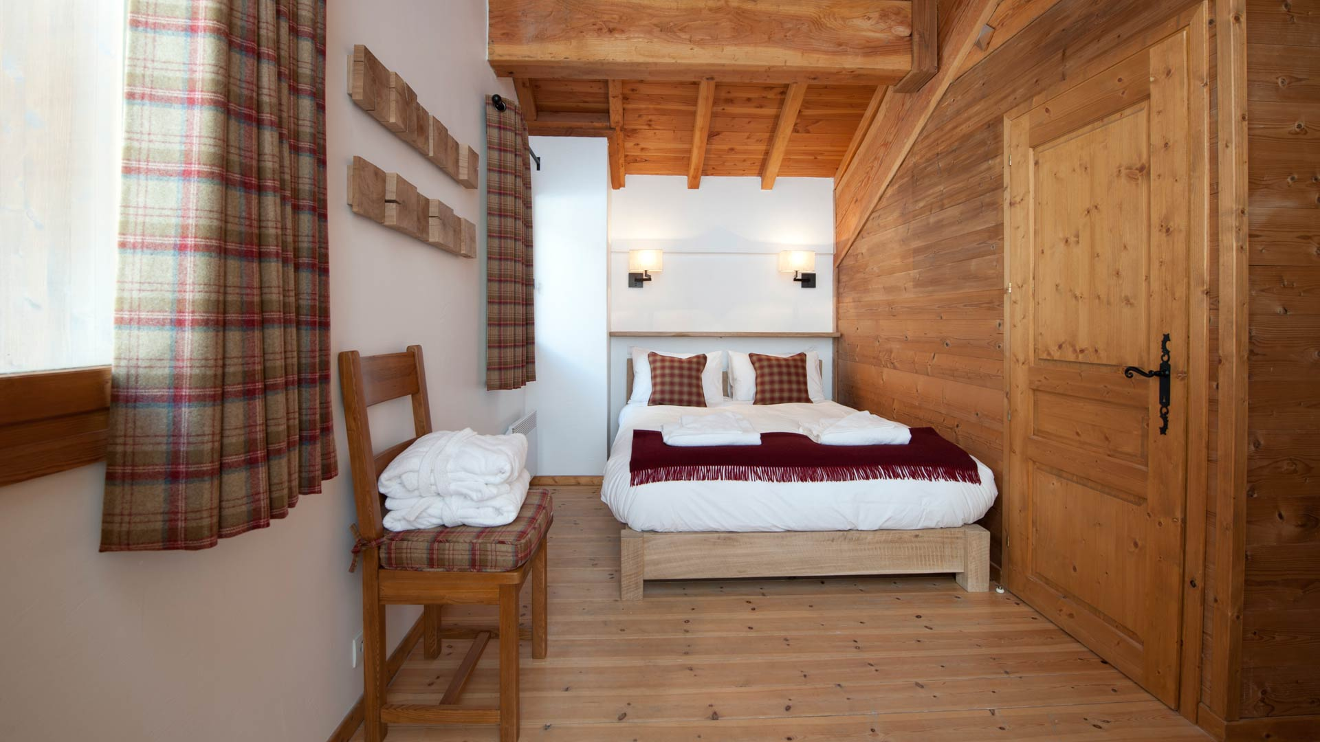 Double Bedroom in Cheval Blanc Chalet in Ste Foy