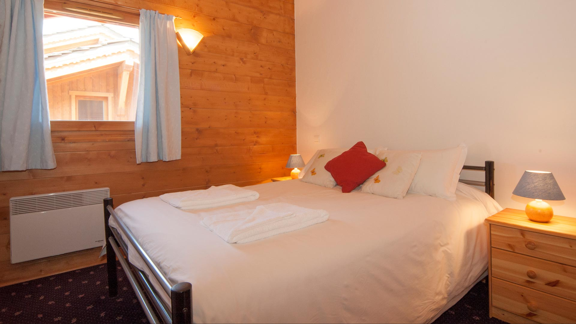 Double Bedroom in Genepi Apartment in Sainte Foy
