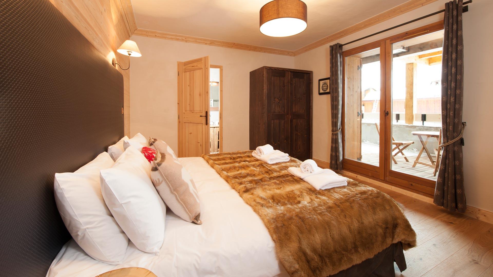 Double/Twin Bedroom in Grand Solliet Chalet in Ste Foy