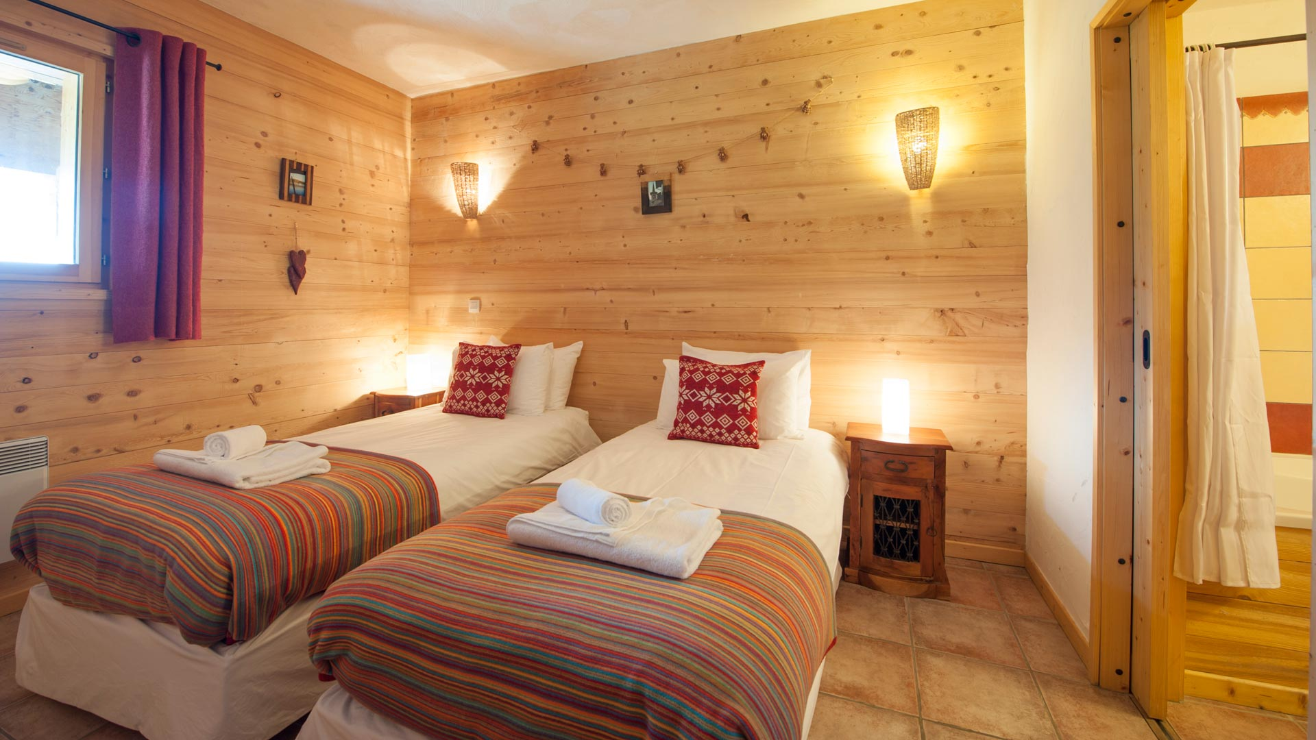 Twin Bedroom in La Cascade Apartment in Ste Foy