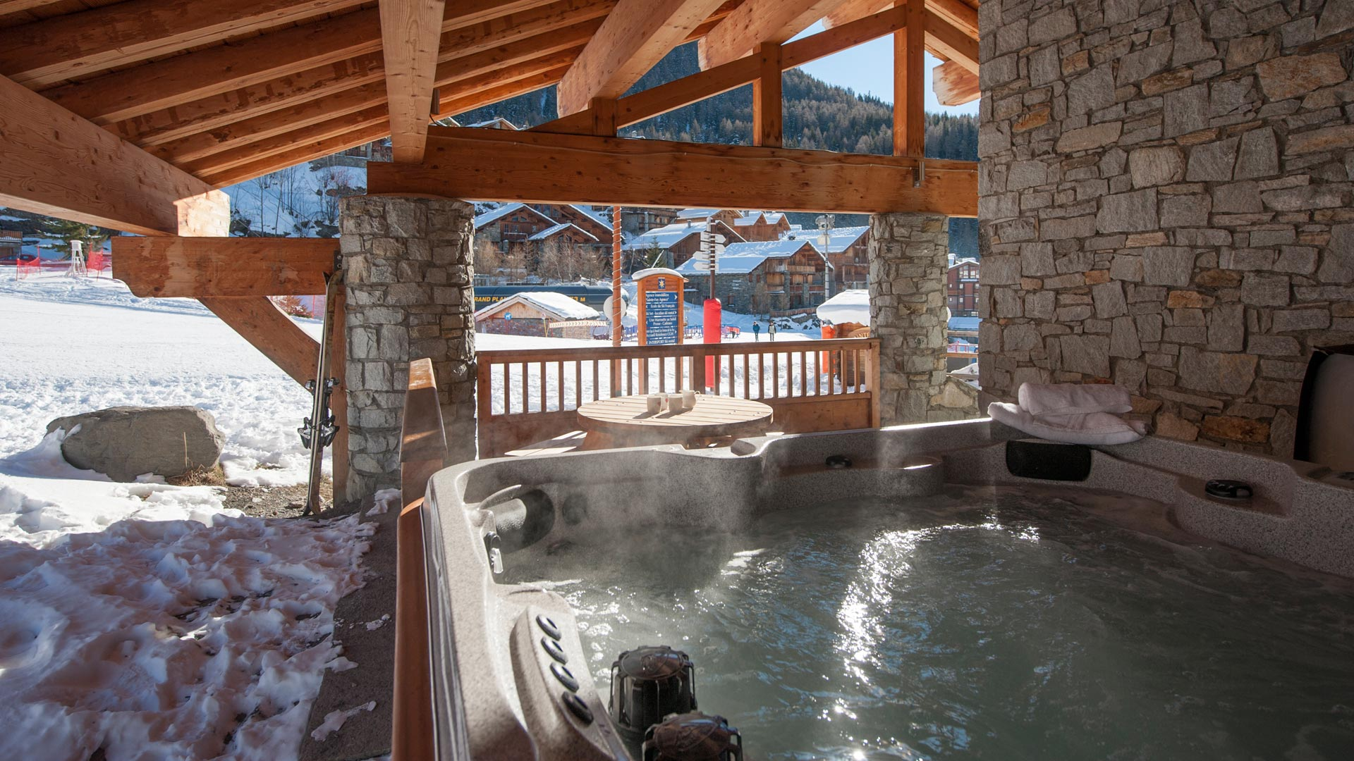 Hot Tub in Les Balmes Apartment in Ste Foy
