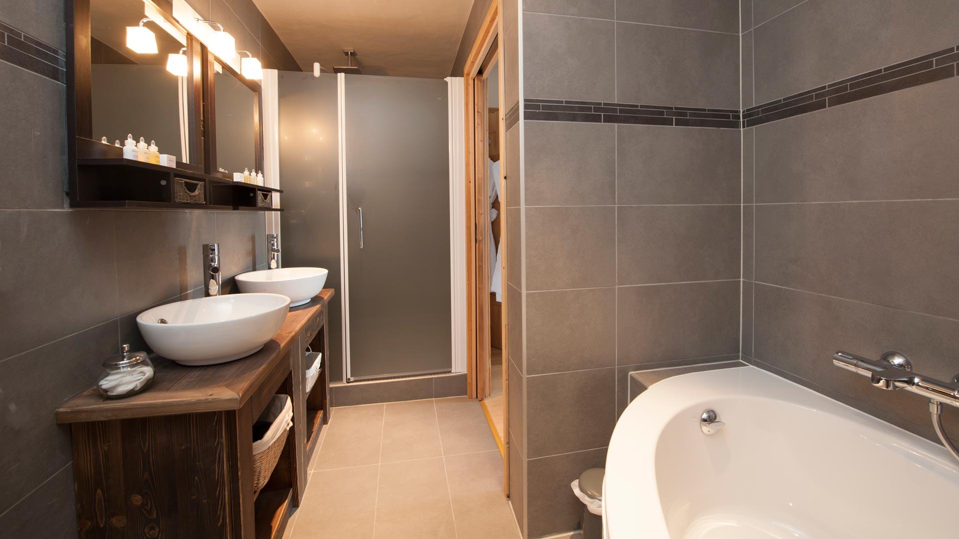 Ensuite Bathroom in La Marquise Chalet in Ste Foy