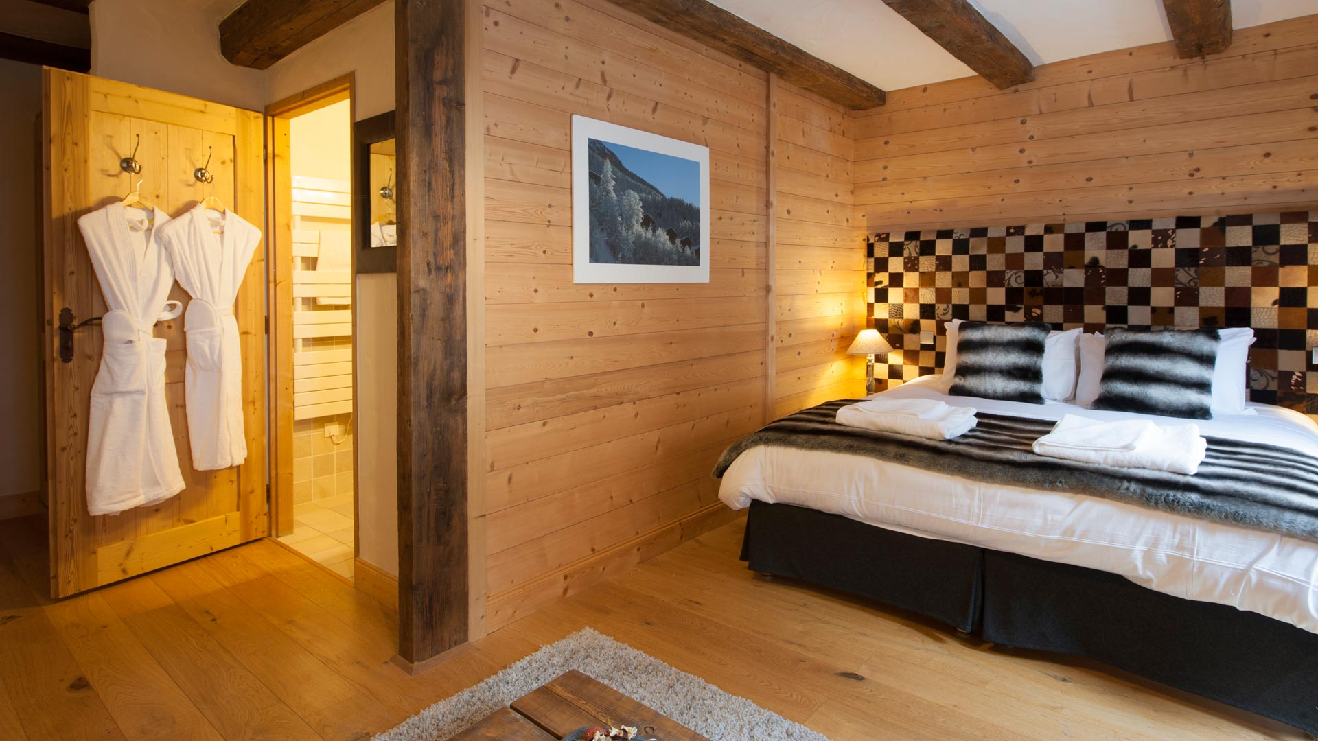 Double/Twin Bedroom in The Peak Chalet in Ste Foy