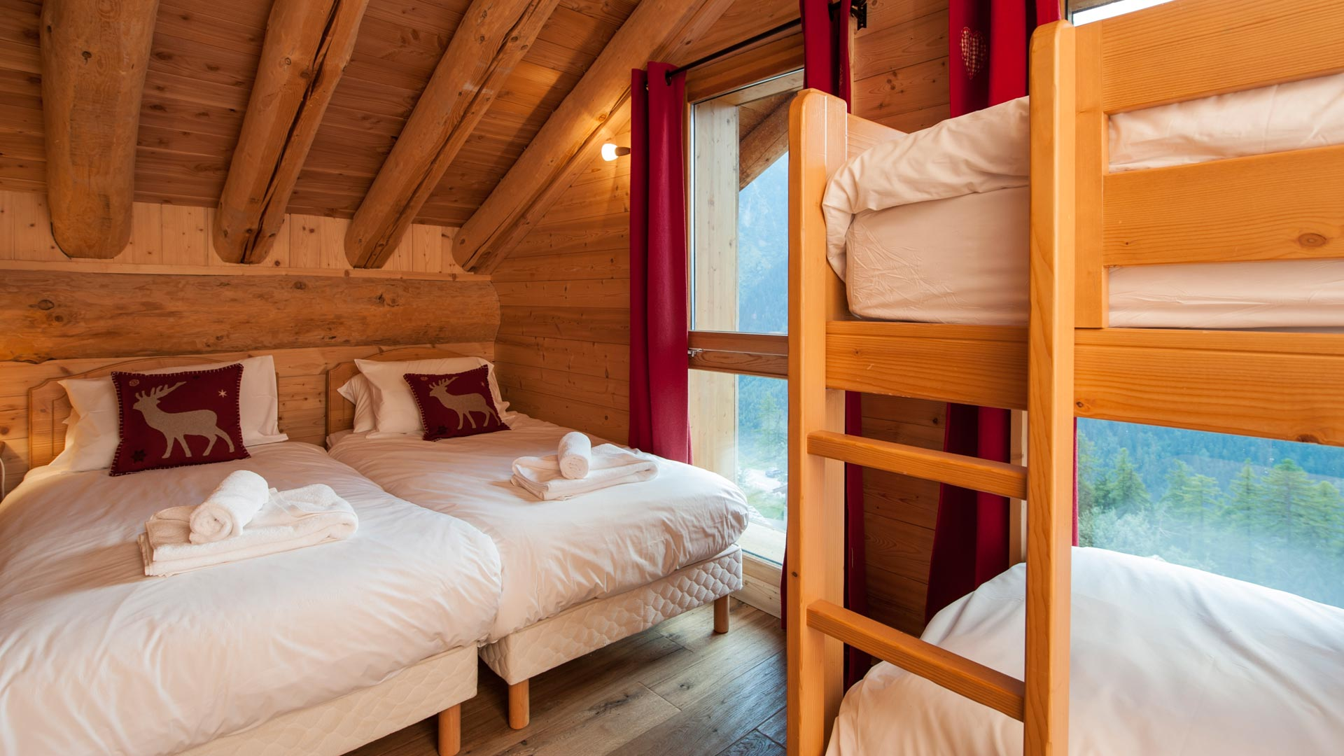 Twin Bedroom With Bunk Bed in La Vanoise Chalet in Ste Foy