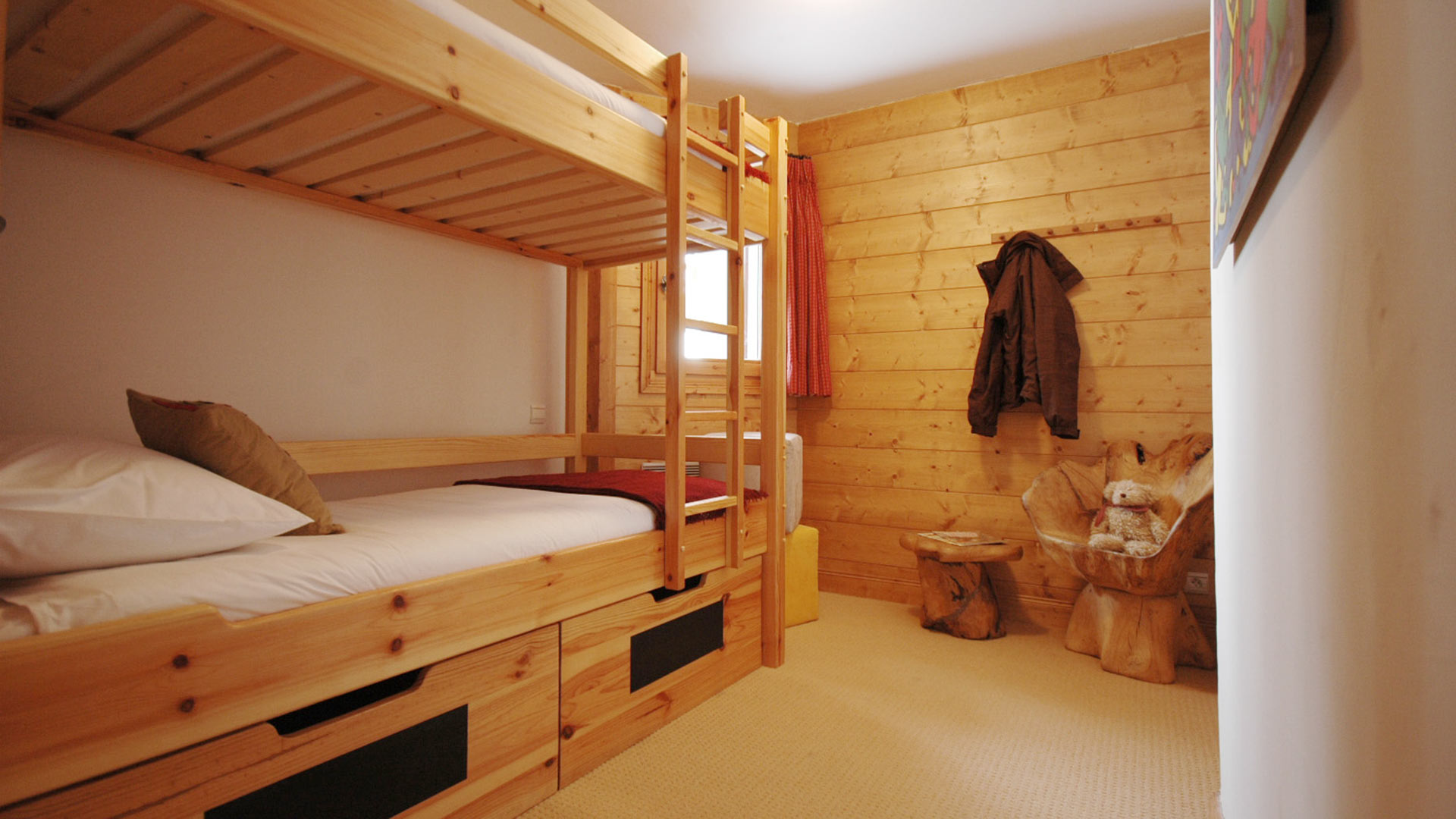 Bunk Room in Vue Des Montagnes Apartment in Ste Foy