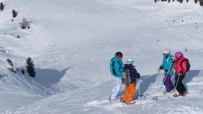 Group skiing in Sainte Foy Tarentaise
