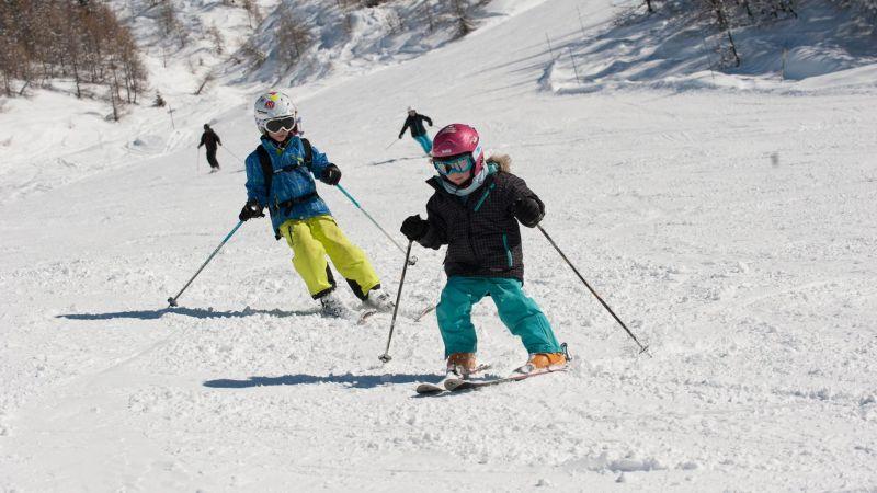 Family skiing in Sainte Foy