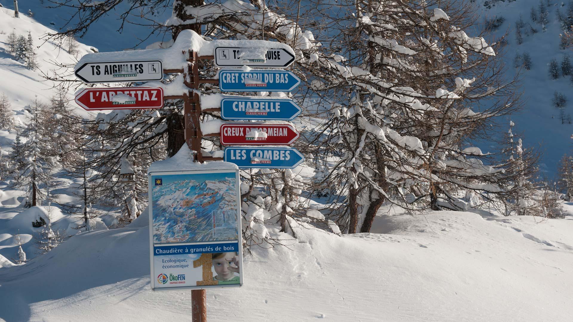 Piste signs in Sainte Foy