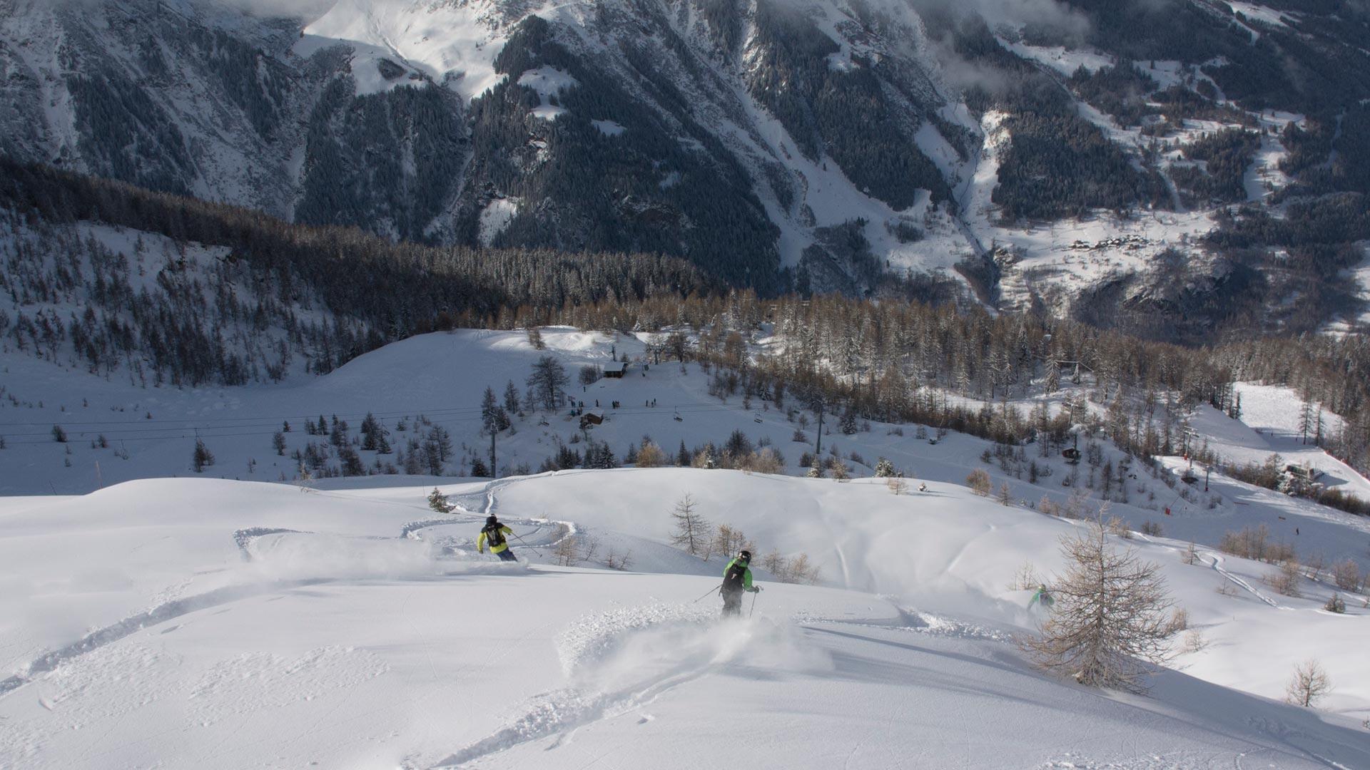 Skiing Shapers in Sainte Foy