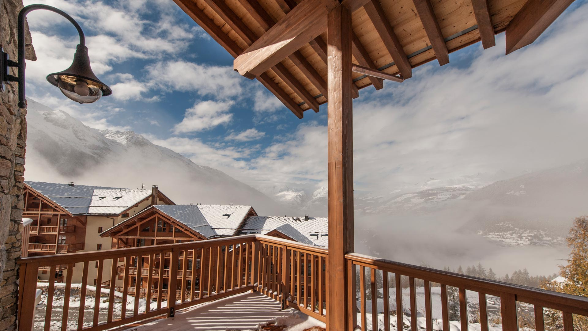 Living room Balcony - Margaux Luxury Self catered chalet in Sainte Foy