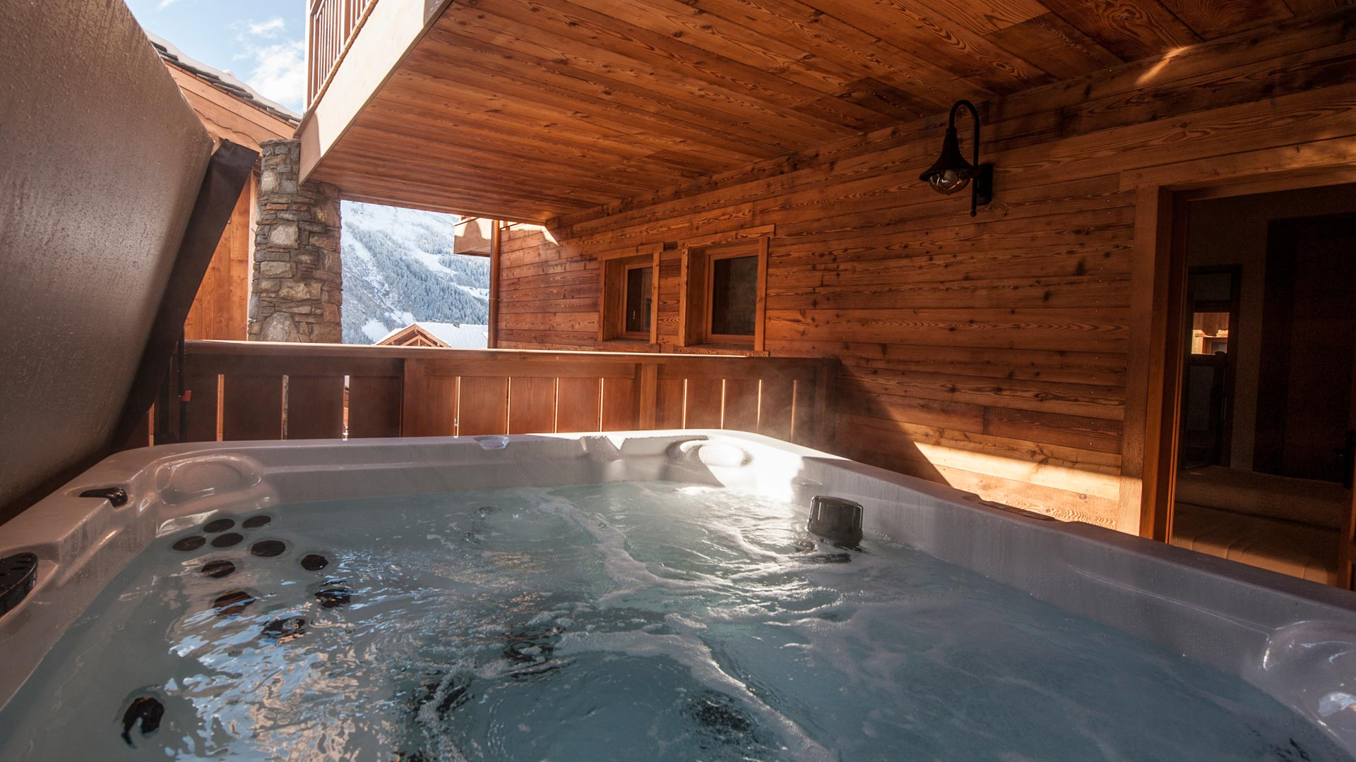 Hot-tub - Latour Luxury Self catered chalet in Sainte Foy