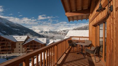 Main Balcony - Latour Luxury Self catered chalet in Sainte Foy