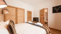 Bedroom 1 - Estournel Luxury Self catered chalet in Sainte Foy