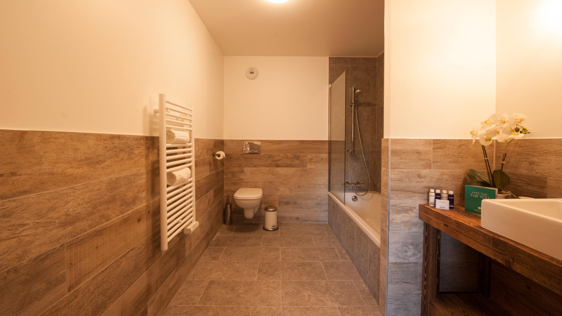 Bedroom 1 Ensuite - Haut Brion Luxury Self Catered Chalet in Sainte Foy
