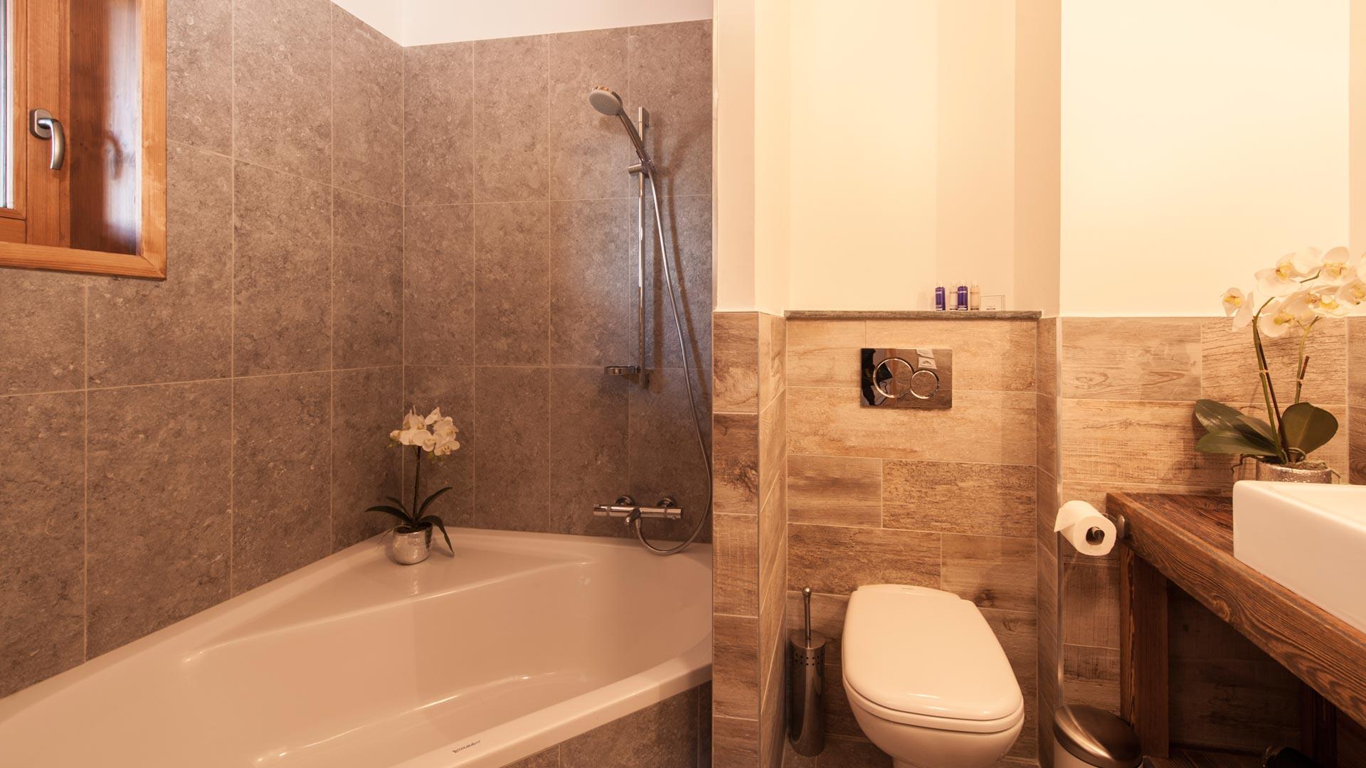 Bedroom 1 Bathroom - Haut Brion Luxury Self Catered Chalet in Sainte Foy