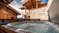 Hot-tub in Luxury Self Catered Haut Brion chalet in Sainte Foy