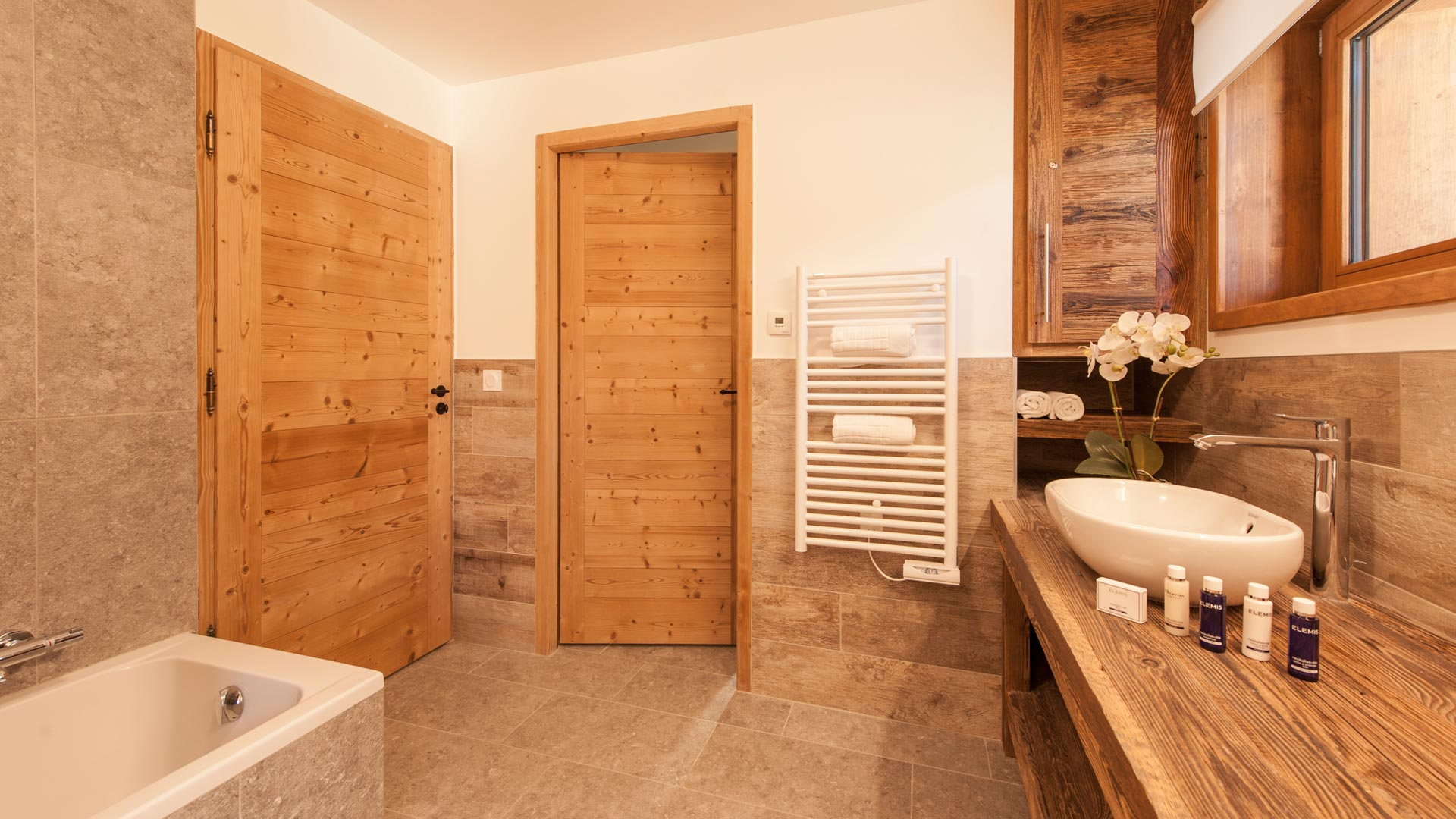 Bedroom 4 bathroom - Rayas Luxury Self catered chalet in Sainte Foy