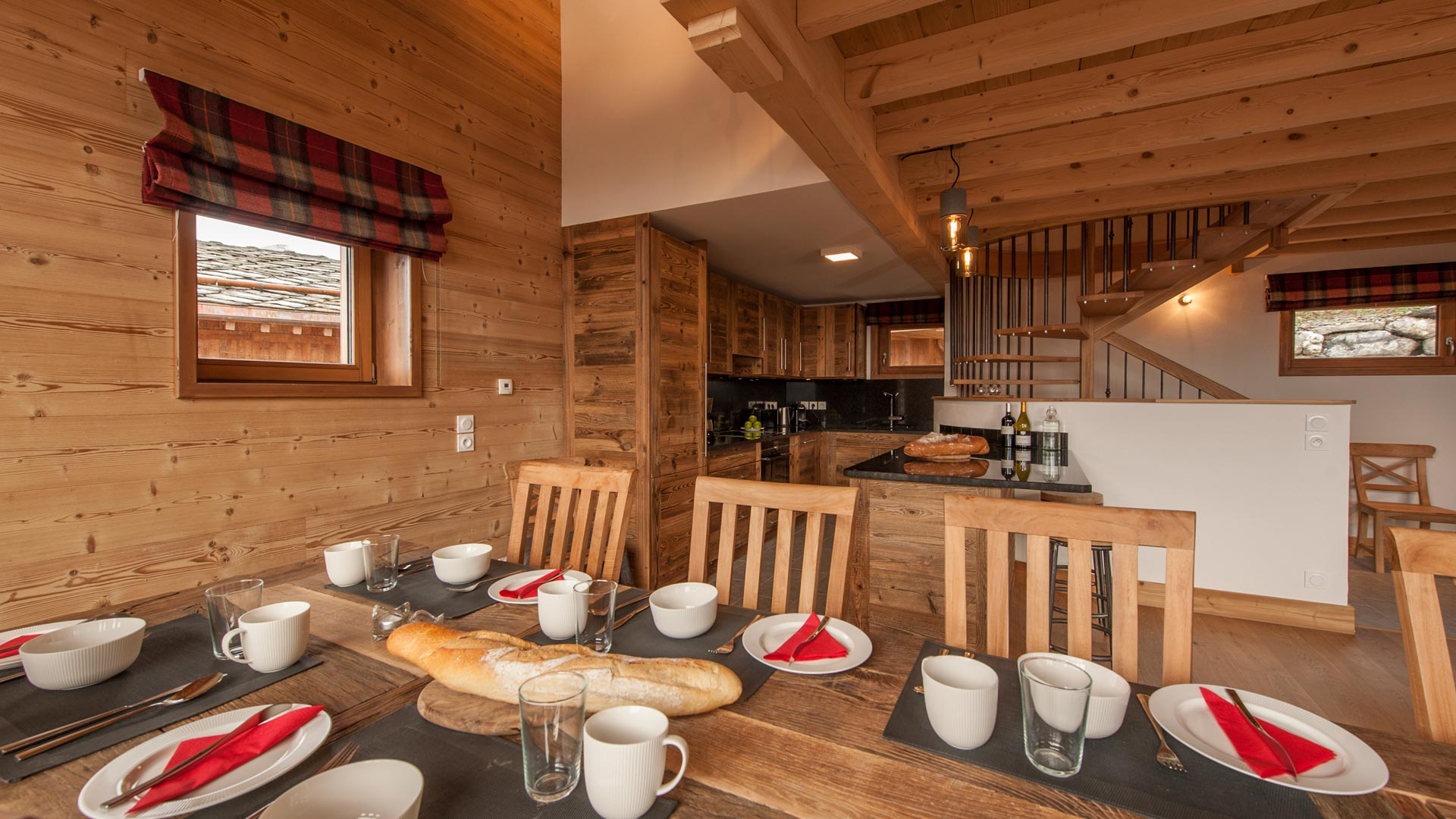 Kitchen & dining - Rayas Luxury Self catered chalet in Sainte Foy
