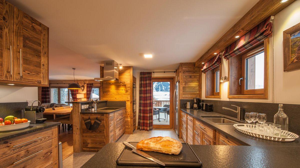 Kitchen - Margaux Luxury Self catered chalet in Sainte Foy