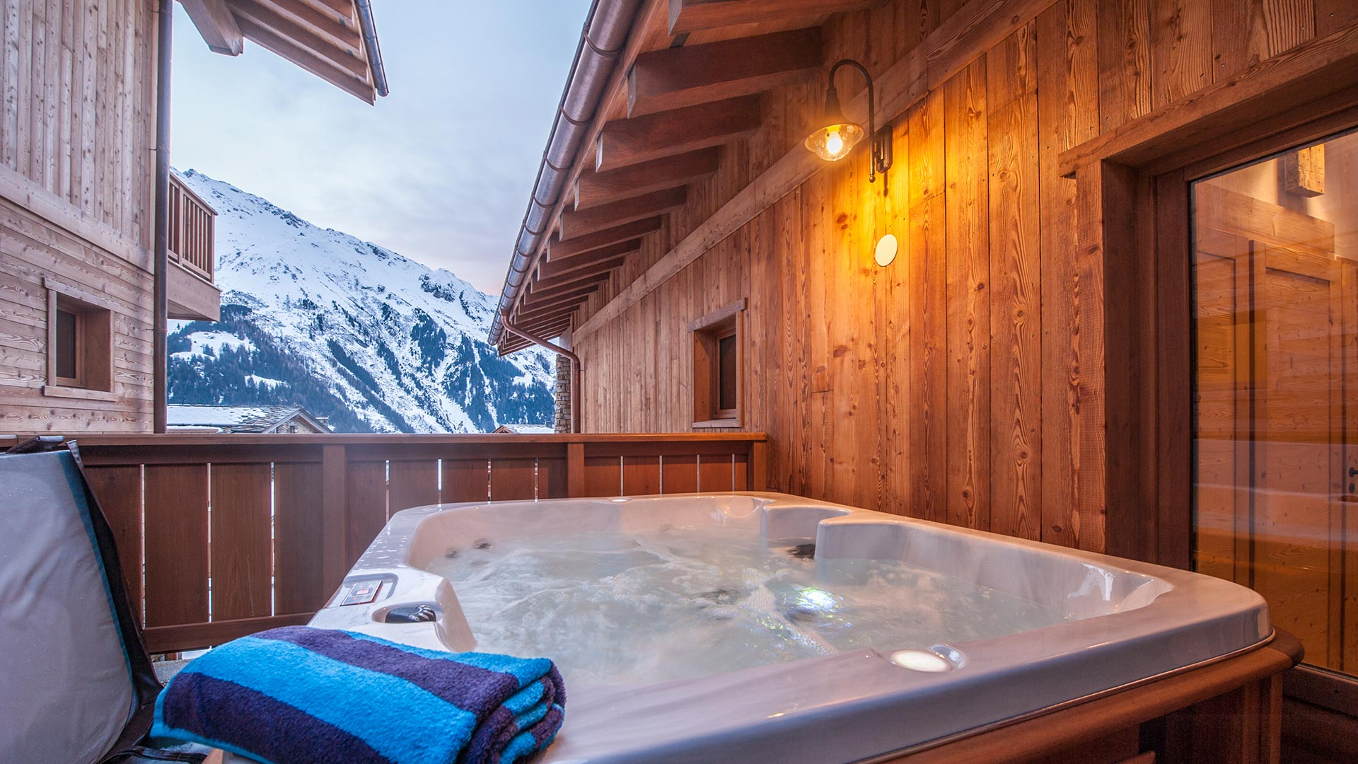 Hot-tub- Margaux Luxury Self catered chalet in Sainte Foy