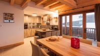 The kitchen and dining area of Luxury Self Catered Chalet Latour in Sainte Foy