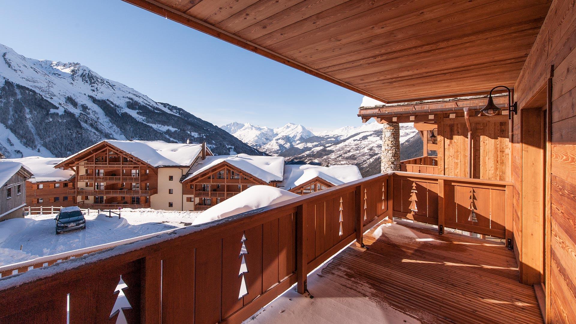 Bedroom balcony in Latour Chalet