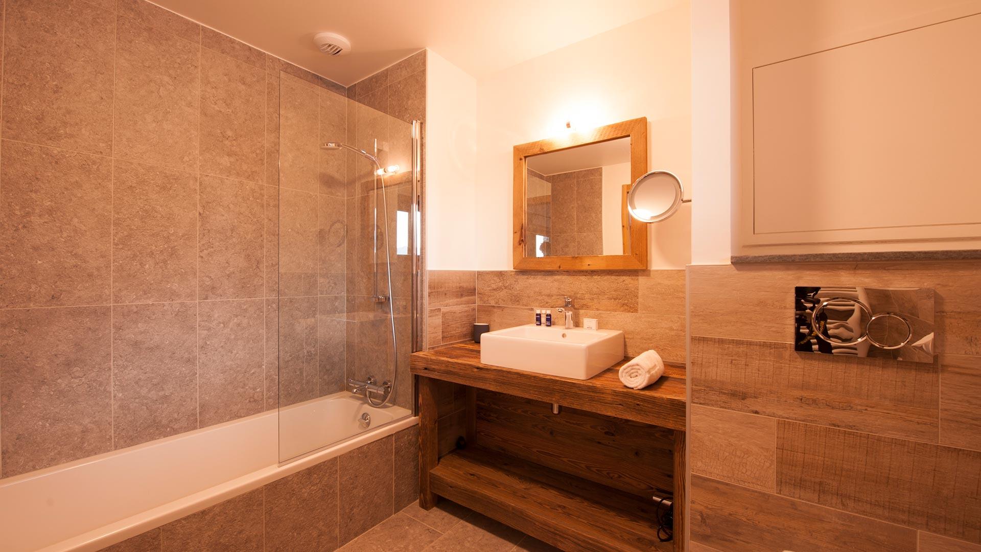 Ensuite bathroom bedroom 1 in Luxury self-catered chalet Latour in Sainte Foy