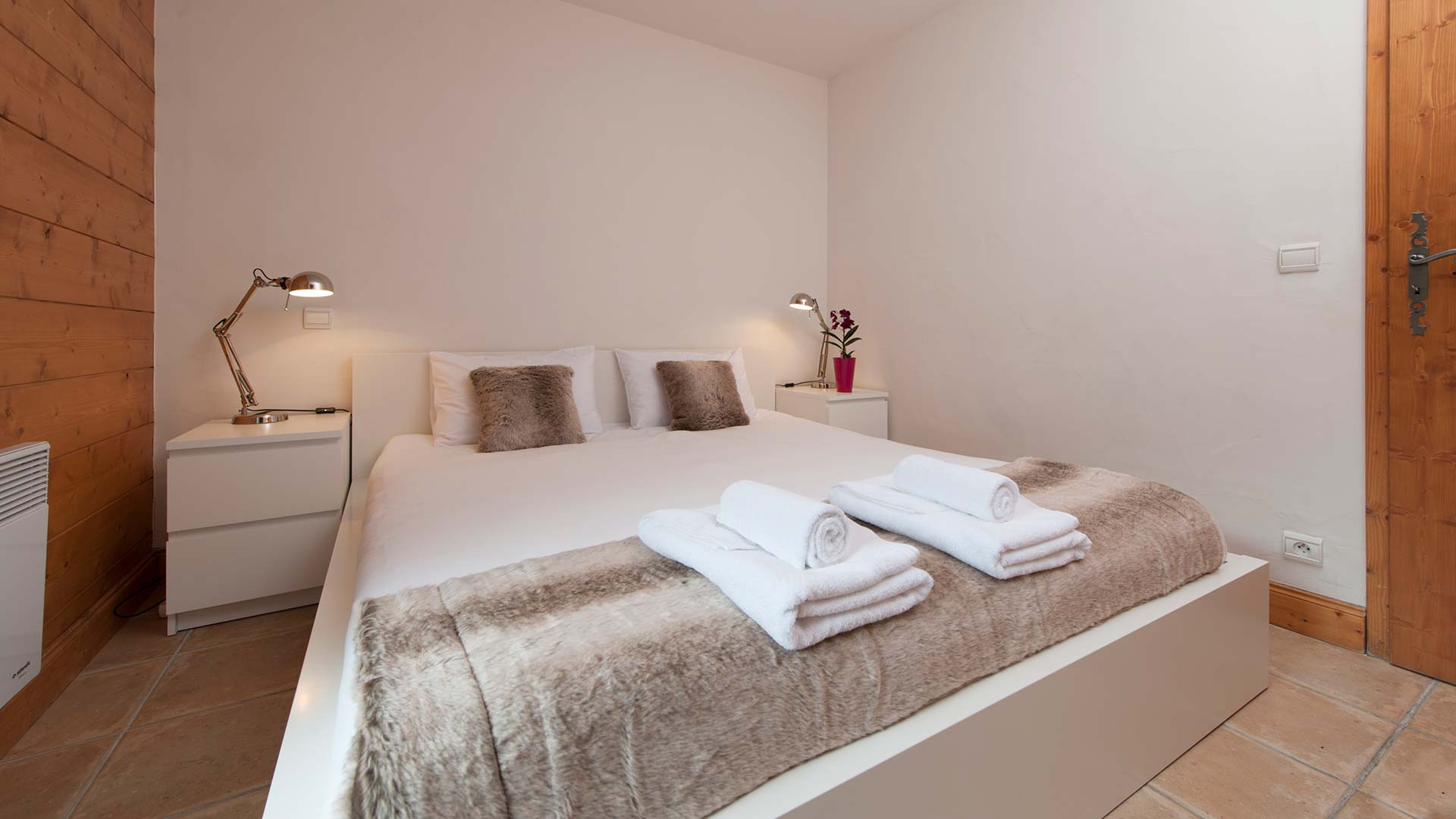 Apartment Agneau bedroom with ensuite bathroom, sleeps 4, self catering.